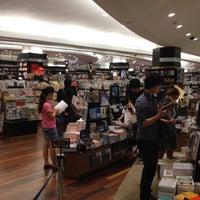 7/11/2012にSittichai K.が紀伊國屋書店で撮った写真