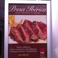 Foto tomada en Hotel Fruela por Fernando C. el 10/10/2011
