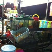 Photo taken at ล้านนมสด - ขนมปังสังขยา by Ariss C. on 3/6/2012