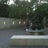 Foto scattata a Cullen Sculpture Garden da Eva K. il 3/24/2012