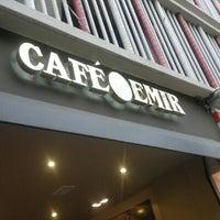 Photo taken at Café Emir by Tecnopata G. on 9/8/2011