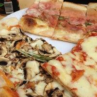 8/11/2012 tarihinde San G.ziyaretçi tarafından Garda Pizza'de çekilen fotoğraf