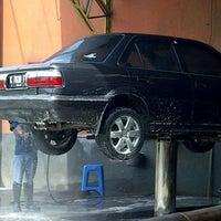 Photo taken at Kinara Car Wash by Brigitta Whenty H. on 8/4/2012