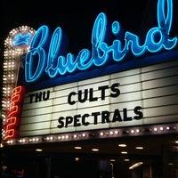 Foto scattata a Bluebird Theater da Devan il 4/13/2012