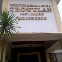 Photo taken at RM restu bundo by Arifatur R. on 1/22/2012
