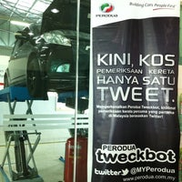Photo taken at Pusat Servis Perodua by Welfred Suto on 8/9/2011