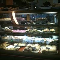Foto scattata a Max's Cafe da Terhi S. il 4/13/2011