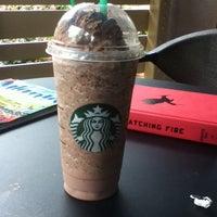 Foto tirada no(a) Starbucks por Laura R. em 5/21/2012