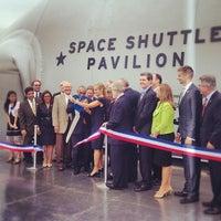 Photo prise au Space Shuttle Pavilion at the Intrepid Museum par Jody F. le7/19/2012