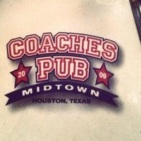 Foto tomada en Coaches Pub por Michael C. el 6/8/2012