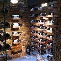 Photo prise au Hedonism Wines par Sergey D. le8/19/2012