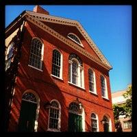 Das Foto wurde bei Old Town Hall in Salem von Chris G. am 5/12/2012 aufgenommen