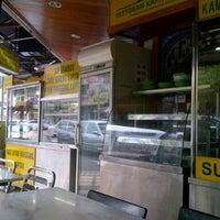 Photo taken at Restoran Kapitan Penang by J'Male H. on 8/25/2012