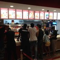Photo taken at KFC Cascavelle by Zum (. on 5/13/2012