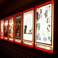 รูปภาพถ่ายที่ Regal Cinemas LA LIVE Stadium 14 โดย Oscar K. เมื่อ 2/12/2012