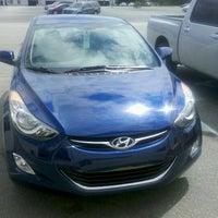 Foto tirada no(a) Savannah Hyundai por Valerie P. em 5/19/2012