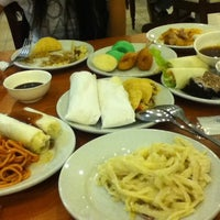 Photo taken at Dad's World Buffet by Queenie Mariz on 3/26/2012