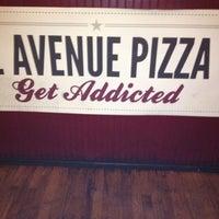 Das Foto wurde bei Greenville Avenue Pizza Company von jennifer t. am 7/27/2012 aufgenommen