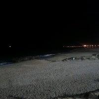 Foto tirada no(a) Praia dos Gémeos por Claudia D. em 6/29/2012