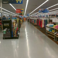 Photo taken at Walmart Supercenter by ♦💣💥Gannon💥💣♦ on 5/22/2012