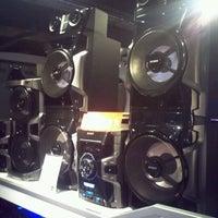Photo taken at Falabella by Bentom Tech on 8/20/2012