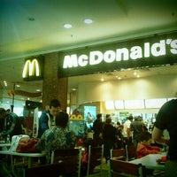 Foto tirada no(a) McDonald's por Nicholas S. em 7/14/2012