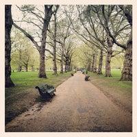 รูปภาพถ่ายที่ Green Park โดย Felipe S. เมื่อ 4/27/2012