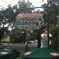 Foto diambil di Mahony's Po-Boy Shop oleh Reggie✋✌ J. pada 7/5/2012