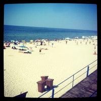 Photo taken at Nidos centrinis pliazas/ Nida Beach by Alexander M. on 7/26/2012