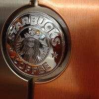 Photo taken at Starbucks by โอวาท ส. on 8/6/2012