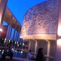 Foto scattata a Ahmanson Theatre da Karen L. il 4/7/2012