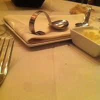 Photo prise au Nine-Ten Restaurant and Bar par Ibraheem A. le3/7/2012