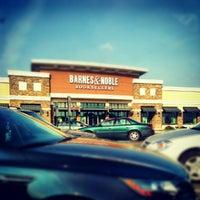 Foto scattata a Barnes & Noble Café da Adrian B. il 7/1/2012