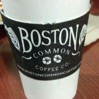 2/11/2012 tarihinde Al S.ziyaretçi tarafından Boston Common Coffee Company'de çekilen fotoğraf
