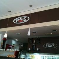 Foto tirada no(a) Fran's Café por Thi T. em 3/17/2012