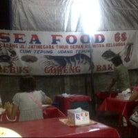 Photo taken at Seafood 68 Kranji by Tuhu-Sih W. on 2/4/2012