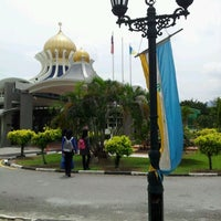 Photo taken at State Mosque (Masjid Negeri) by Khairul A. on 3/12/2012