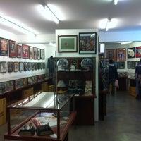 Foto tomada en Museo Beatle por Lucy L. el 7/21/2012