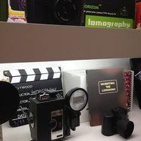 Foto tomada en Lomography Gallery Store Madrid-Argensola por Lucía P. el 4/26/2012
