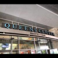 Foto tomada en Queens Center Mall por Larry H. el 8/16/2012
