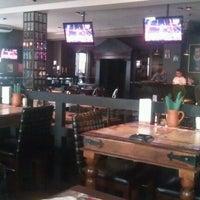 Foto diambil di Simple Pub oleh Dima G. pada 8/6/2012