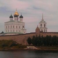 Снимок сделан в Псковский Кром (Кремль) / Pskov Krom (Kremlin) пользователем Денис С. 7/25/2012