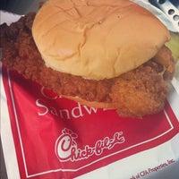 Foto diambil di Chick-fil-A oleh Michael R. pada 8/22/2012