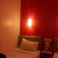 Photo taken at Amaris Hotel Pemuda - Semarang by eko k. on 2/16/2012