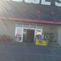 Photo taken at Lowe's Home Improvement by Dorsey M. on 11/5/2011