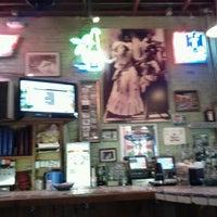 12/5/2011 tarihinde Tabrel Õ.ziyaretçi tarafından Guero's Taco Bar'de çekilen fotoğraf