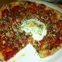 Foto scattata a Gialina Pizzeria da sam t. il 5/5/2011