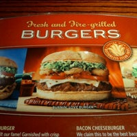 Photo taken at Red Robin Gourmet Burgers by Carlos E. on 12/5/2011