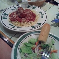 Photo taken at Olive Garden by Cynda R. on 7/21/2012