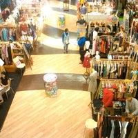 Foto diambil di fX Sudirman oleh Viliyanti E. pada 8/31/2012